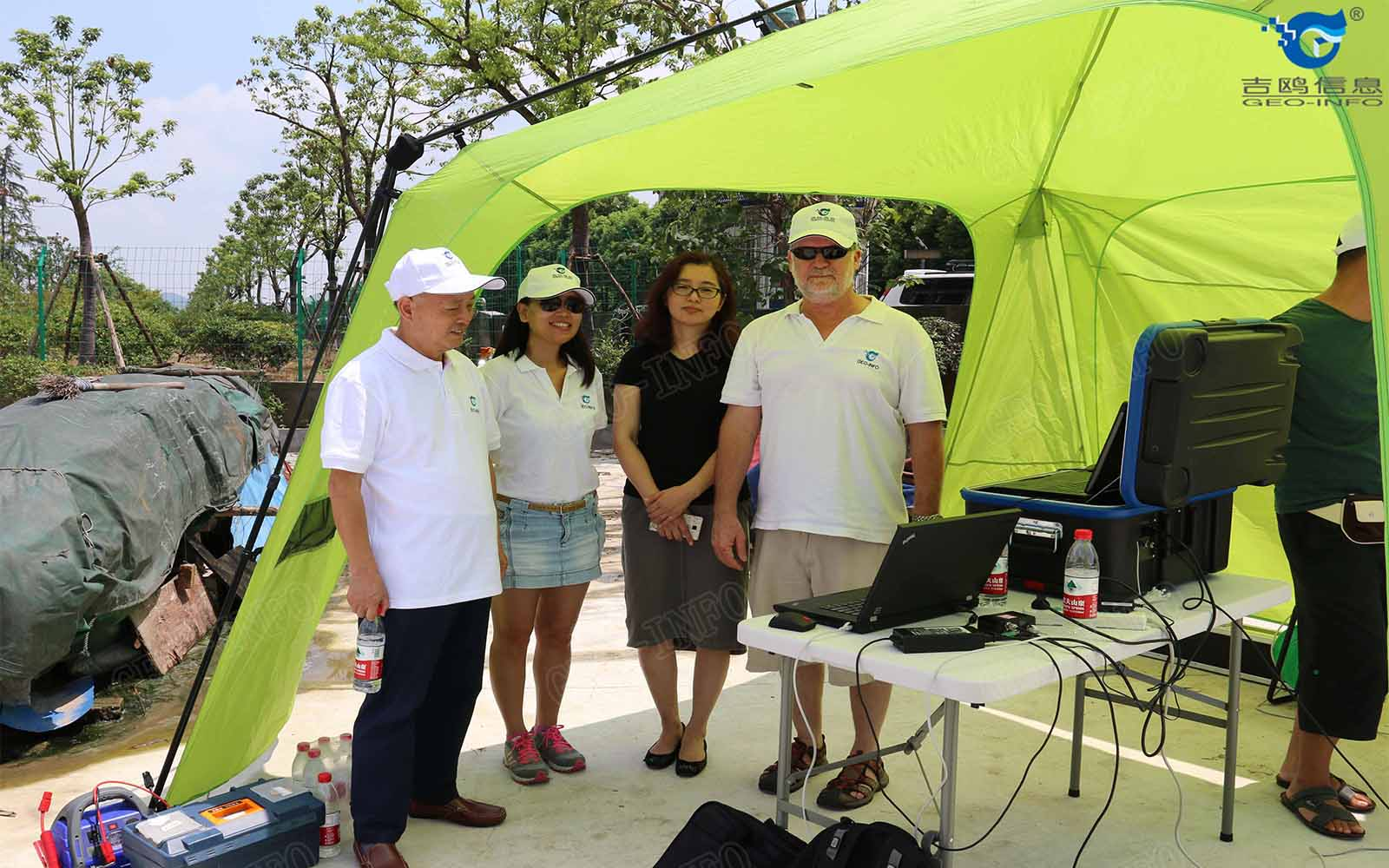 滨江高新区政府领导观看设备测试